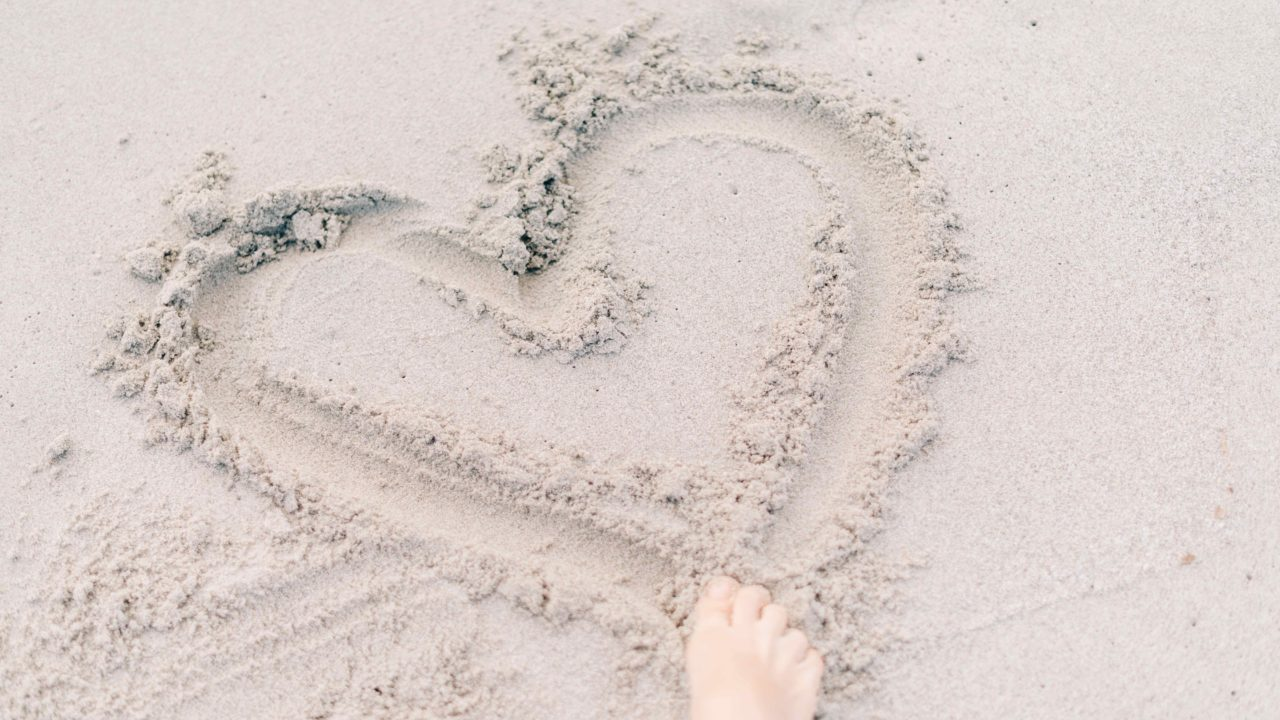 https://livehealthy.ae/wp-content/uploads/2018/08/sand-foot-1280x720.jpg