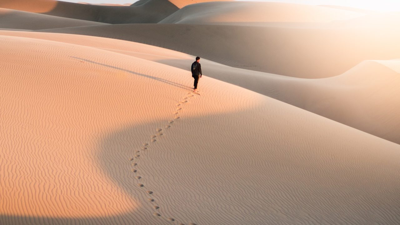 https://livehealthy.ae/wp-content/uploads/2018/09/desert-walk-2-1280x720.jpg