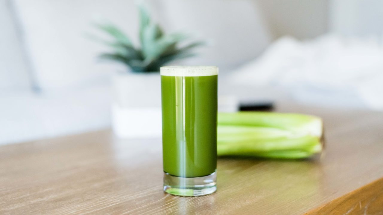https://livehealthy.ae/wp-content/uploads/2019/02/celery-juice-1280x720.jpg