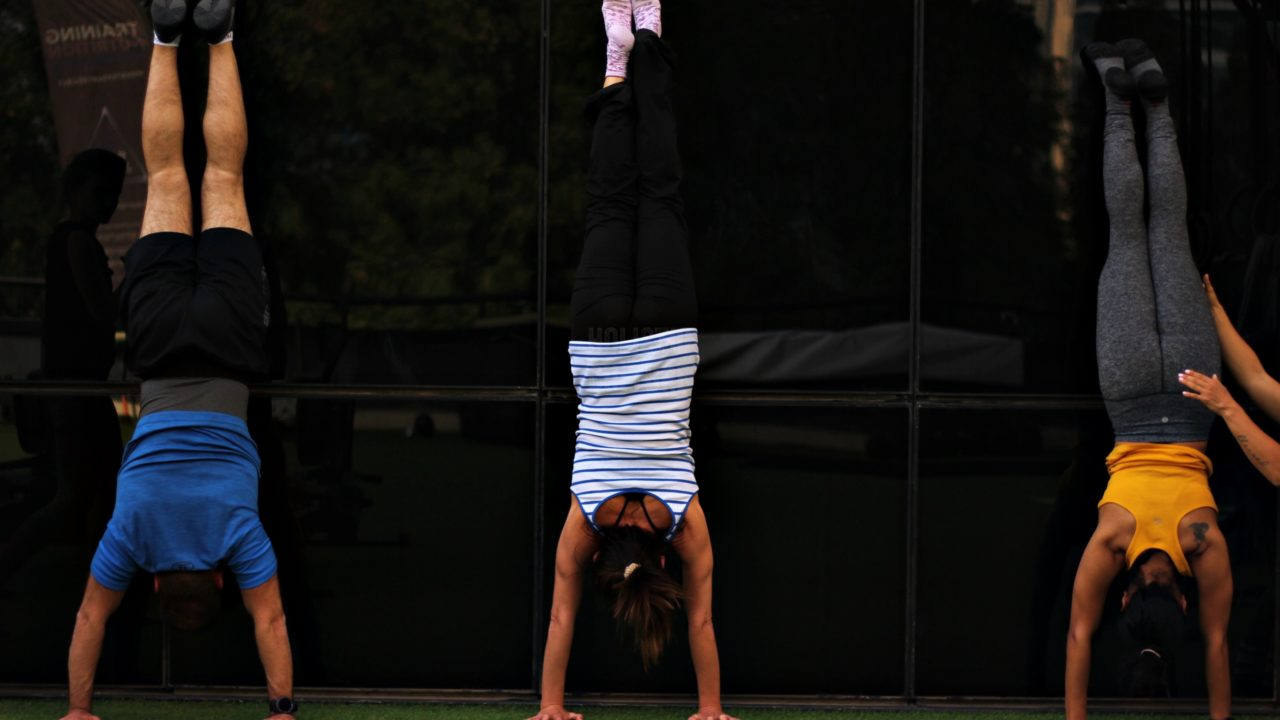 https://livehealthy.ae/wp-content/uploads/2019/02/handstand-1280x720.jpg