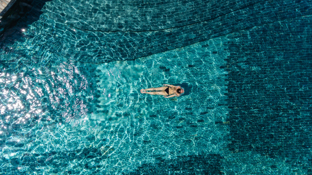 https://livehealthy.ae/wp-content/uploads/2019/05/Main_pool_aerial2_7032-ORIGINAL-1280x720.jpg