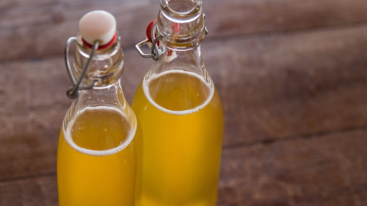 https://livehealthy.ae/wp-content/uploads/2019/08/Kombucha-1280x720.jpg