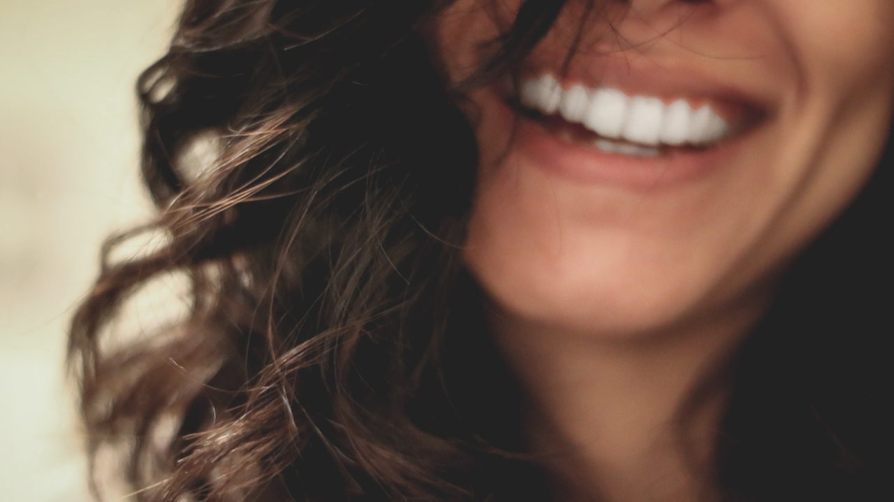 https://livehealthy.ae/wp-content/uploads/2019/08/healthier-teeth-1280x720.jpg