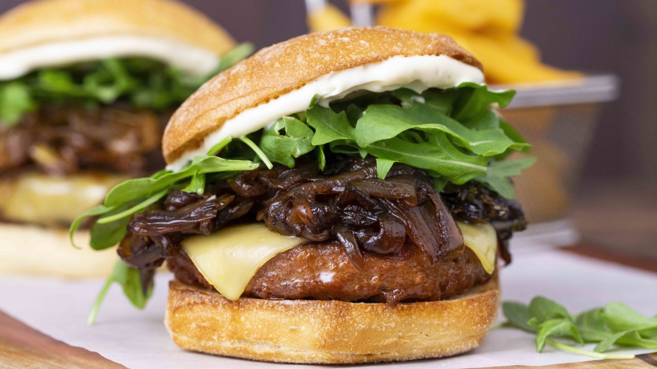 https://livehealthy.ae/wp-content/uploads/2019/09/Beyond-Meat-UAE-1280x720.jpg