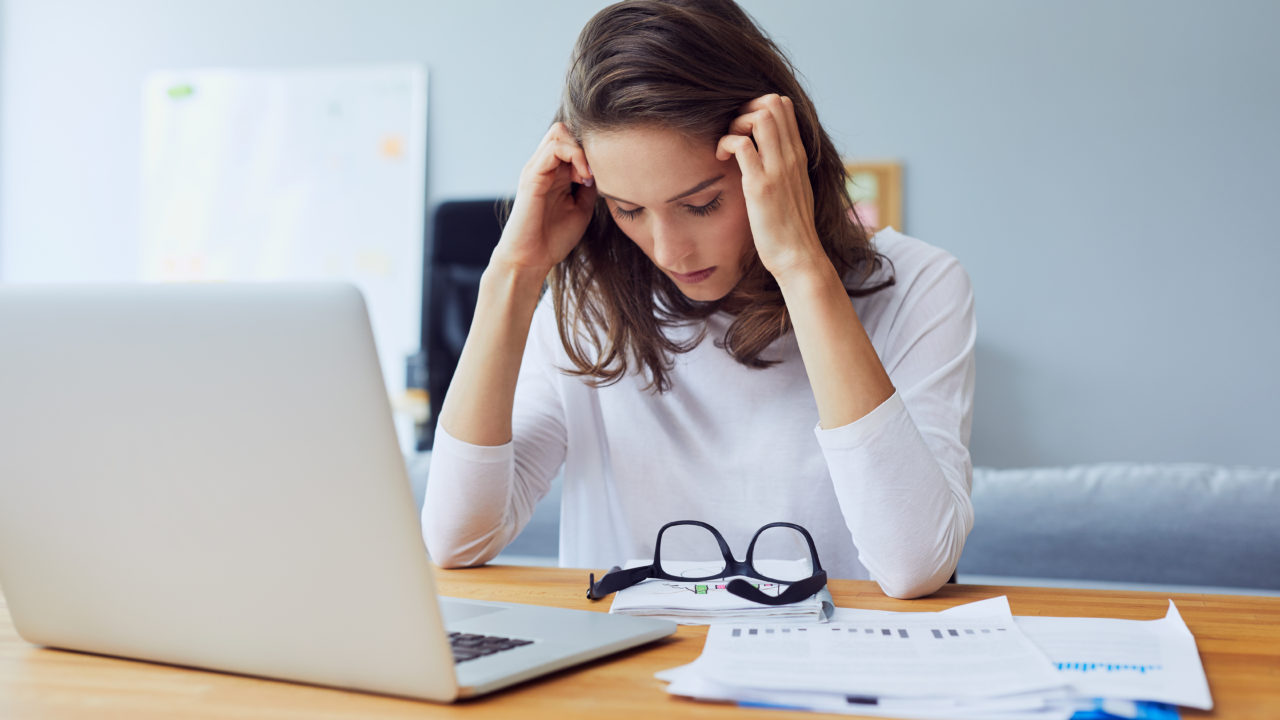 https://www.livehealthymag.com/wp-content/uploads/2019/11/workplace-stress-1280x720.jpg