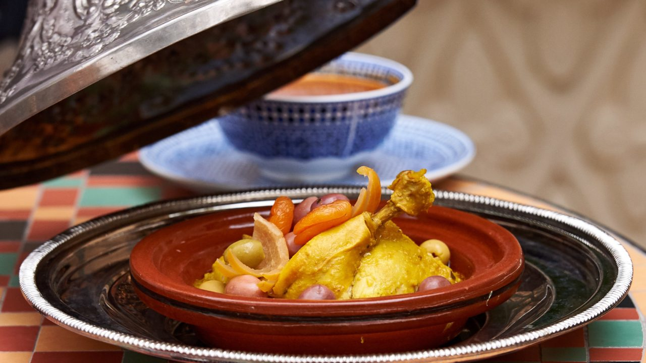 https://www.livehealthymag.com/wp-content/uploads/2020/05/Ramadan-recipe-Tagine-Chicken-Makful-1280x720.jpg