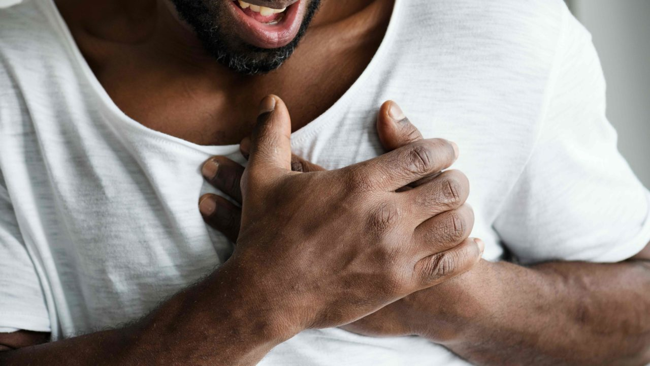 https://livehealthy.ae/wp-content/uploads/2020/09/chest-pain-1280x720.jpg