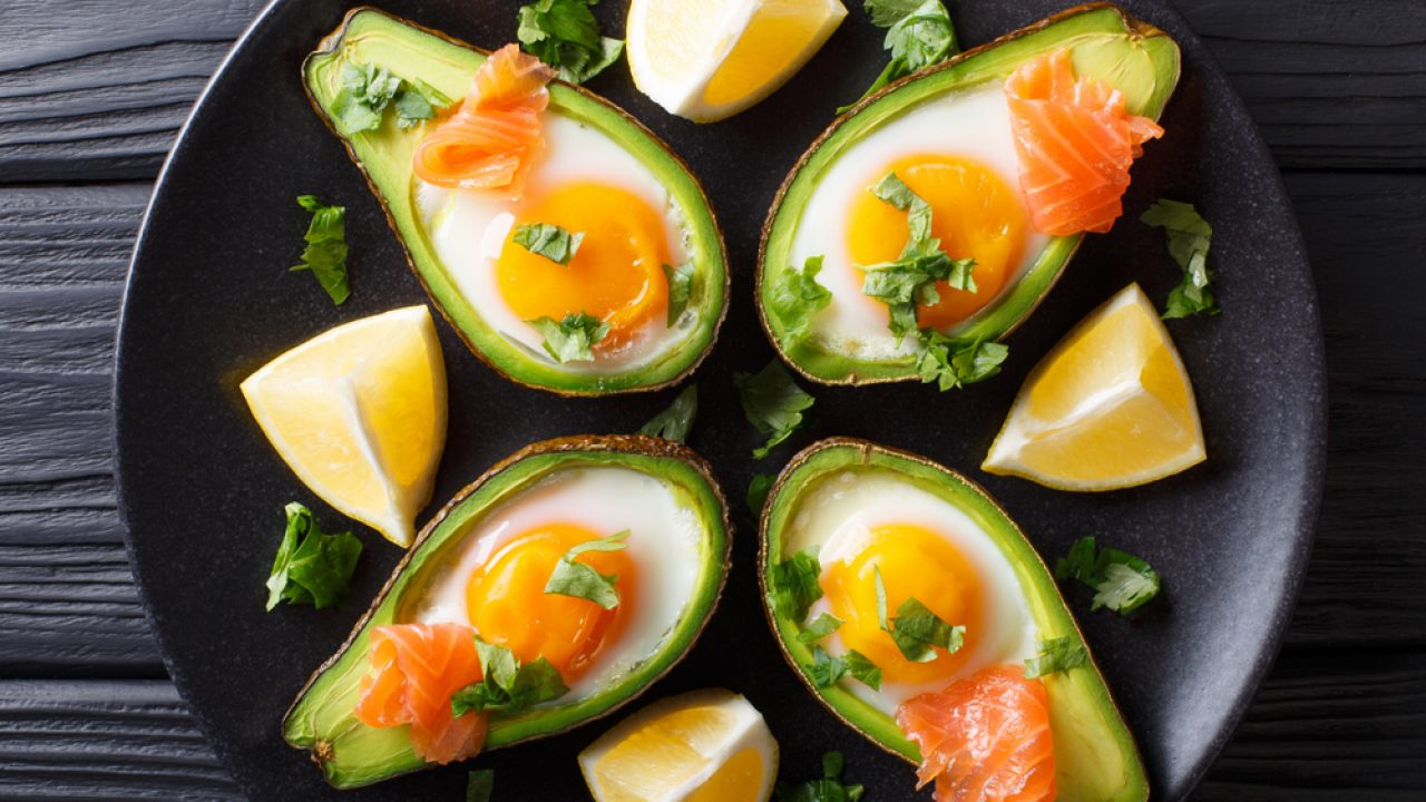 https://www.livehealthymag.com/wp-content/uploads/2021/08/Smoked-salmon-and-avocado-boats-keto-1280x720.jpg